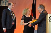 """Black+Decker ist wieder """"""""Innovativste Marke 2014"""": Preisverleihung an Marketing-Managerin Susanne Hoffmann."""