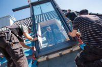Das Balkonausstiegsfenster schafft deutlich mehr Licht im Innern und erweitert den Wohnbereich um wertvolle Flächen.
