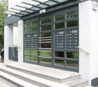Türseitenteil-Briefkastenanlagen sind eines der Einsatzgebiete für Briefkästen von allebacker.   Foto: allebacker Schulte GmbH