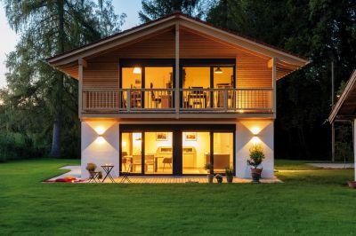"""Für Haus """"Oberhaching"""" gab es das Prädikat Silber in der Kategorie Landhäuser. (Bildquelle: Regnauer Hausbau)"""