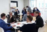 Die Teilnehmer der Veranstaltung diskutieren ausgewählte Fragestellungen zum Thema Digitalisierung im Bau. Foto: Brüninghoff