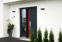 Die Hauseingangstür sollte auch hinsichtlich der Wärmedämmeigenschaft zum Haus passen. (Foto: HANLO Haus)
