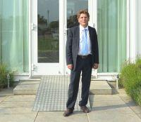 Chemiker Dr. Rathenow der Betonschutz-Experte. Achim Zielke für SINNOTEC.www.sinnotec.eu