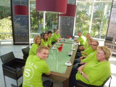 Das Team von Möbilia.de mit Spaß bei der Arbeit