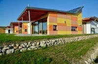 In Geisenfeld entstand ein nach hohen ökologischen Standards errichteter Kindergarten (Foto: Architekturbüro Finsterer).
