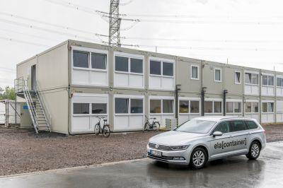 Das Revisionscontainerdorf besteht aus 84 ELA Containern und umfasst 1440 Quadratmeter.