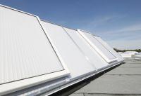"""Die neuen Lichtbandsysteme namens """"JET-Vario-Therm"""" sind speziell für den Industriebau entwickelt."""