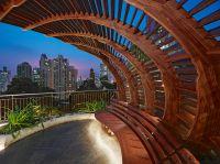Der AWsome Pavilion auf Hong Kong Island besteht aus 700 Holzteilen.