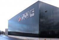 Für die Fassade einer Lagerhalle der Papierfabrik Gude lieferte Rodeca Lichtbauelemente aus Polycarbonat. Foto: Rodeca GmbH