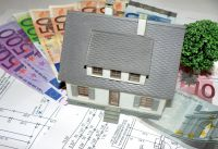 Bauherren können mit einer energiesparenden Bauweise und Krediten der KfW-Bank viel Geld sparen. (Foto: HANLO-Haus)