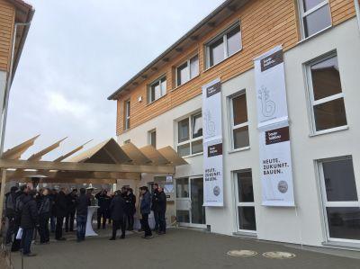 Bauer Holzbau erstellte in Korntal-Münchingen/BW Flüchtlingsunterkünfte aus Holz(c)Sylvie Wiest,www.proHolzBW.de