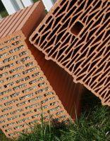 Ob gefüllt oder ungefüllt: Mineralische Mauerziegel von Unipor sind durch ihre natürlichen Rohstoffe vollständig recyclebar.