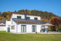 Das moderne und nachhaltig geplante Einfamilienhaus ist maßgeblich nach Entwürfen der Bauherren gestaltet (Bild: Unipor, München).