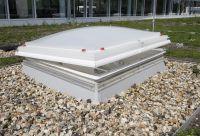 Energieeffiziente Lichtkuppeln verfügen über eine hochwertige Verglasung und speziell gedämmte Aufsetzkränze.