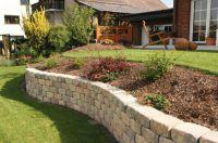 Das KLB-Gala-System verbindet Steine und Bepflanzung dekorativ und schafft so eine grüne Wohlfühl-Oase.