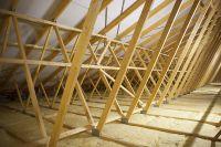 Dachtragwerke aus Nagelplattenbindern werden vom Hersteller ab Werk statisch bemessen.(c)Opitz/GIN, Ostfildern
