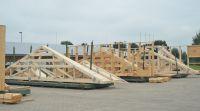 GIN:Flüchtlingsunterkünfte mit Nagelplattenbinderkonstruktionen aus Nadelholz errichten (c)Opitz/GIN, Ostfildern