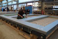 Unter kontrollierten Bedingungen werden die Stahlleichtbauelemente im Werk vorgefertigt. Foto: Brüninghoff