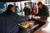 Grillbuffet der JET-Gruppe in Minden: Hier konnten sich DWB-Mitarbeiter und Gäste des Fachhändlers bedienen. Foto: JET-Gruppe.