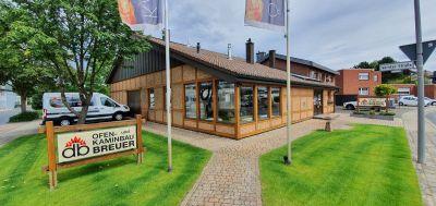 Kachelöfen Breuer hat die Kamin-Ausstellung am Stammsitz des Unternehmens in Viersen modernisiert.