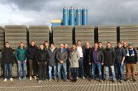 """""""Hallo, i Bims"""": Im Januar besuchten 15 Baustoffhandel-Azubis den Leichtbeton-Hersteller KLB Klimaleichtblock."""