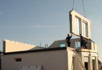 Fertighaushersteller baut mehr denn je: Mit vollen Auftragsbüchern startet Hanlo in die Bausaison 2013. (Foto: HANLO-Haus)