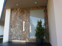 TUEREN-ART stone doors - Haustür mit Naturstein Rain Forest Brown mit verbreiterten Rahmen