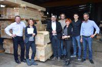 Erlebnis Holzwohnbau:Rundfahrten von proHolzBW.Sindelfinger Stadtvertreter/Innen auf Besichtigungstour(c)Sylvie Wiest,proHolzBW