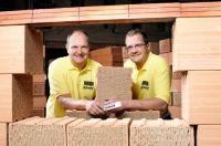 Seit 1999 leiten die Brüder Martin (links) und Karl Thomas Schmid das traditionsreiche Ziegelwerk Schmid in Bönnigheim.