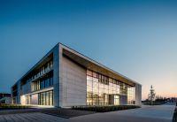 Im Jahr 2016 wurde der neue Unternehmenssitz der Solarlux GmbH in Melle fertiggestellt. Foto: Solarlux GmbH