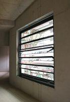 Das Lamellenfenster FLW 40 von Fieger sorgt für den natürlichen Luftaustausch in den Gebäuden. Foto: Fieger Lamellenfenster