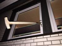 Das Fenster aus dem Hause German Windows hielt dem Aufhebel-Versuch mit einer Mistgabel stand (Foto: GW German Windows).