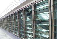 Lamellenfenster werden direkt in die Gebäudefassade eingebaut und leisten eine natürliche Lüftung. Foto: Fieger Lamellenfenster
