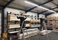 Die Lichtbandabschnitte müssen lediglich hintereinander zusammengesteckt und die Aufhängeclips befestigt werden. Foto: Wasco