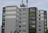 Ein neuer Fassadenanstrich und verglaste Balkone von Balco werten das Haus in Gießen auf. Foto: Balco Balkonkonstruktionen GmbH