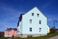"""Der Anstrich mit """"maxit Solaren"""" verleiht den Hausfassaden der Wohnanlage Raschau eine ganz neue Farbfrische. (Foto: maxit)"""