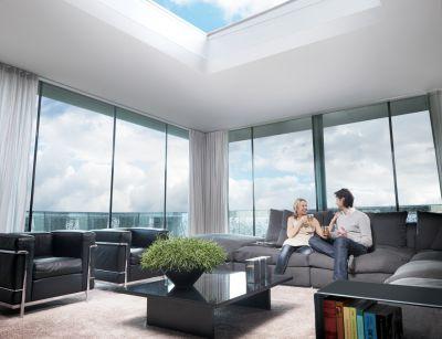 """Das Oberlicht """"JET-Glasslight"""" aus der Ambiente-Produktreihe sorgt für eine behagliche Wohlfühlatmosphäre."""