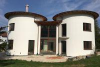 In Ingolstadt entstand ein Wohnhaus, bei dem gänzlich auf rechte Winkel verzichtet wurde (Foto: Bauunternehmung Hammerer).