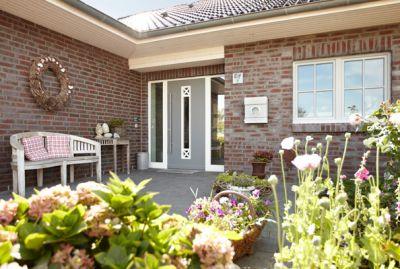 Holzhaustüren bieten heute serienmäßig Schutz vor ungebetenen Gästen und mehr Wärmedämmung denn je.
