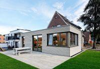Ein altes Arbeiterhaus im Emsland ergänzte Brüninghoff um einen modernen Anbau aus Holz. Foto: Brüninghoff