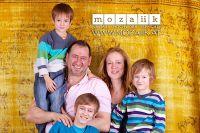 Familienunternehmen mozaiik: Geschäftsführer Göker Gümüskaya und Irene Gisch mit ihren Kindern