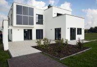 Klare Formsprache: Das Plus-Energiehaus des Fertighausherstellers Hanlo in Werder. (Foto: HANLO Haus)