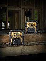Kompakt und robust: die beiden neuen Baustellenradios DCR 019 und DCR 020 von DEWALT.