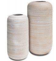 Bodenvasen aus Holz mit Rillen