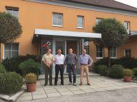 """Vor dem Firmensitz der frisch gegründeten """"JET Gruppe Austria GmbH i.G."""" in Linz."""
