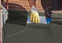 Mit seiner hohen Rissüberbrückungsfähigkeit eignet sich das Material besonders für Balkone. Foto: hahne