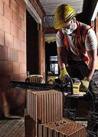 Je nach Modell und Sägeblatt ist die DEWALT Spezialsäge für unterschiedliche Materialien einsetzbar, darunter auch für Dämmstoffe.