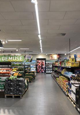 Das Strahler-Programm Focus ergänzt das LED-Hallen-Lichtband-System Madox um eine gezielt einsetzbare Akzentbeleuchtung.Foto:Wasco