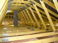 Trockenbodenbinder werden frei gespannt konstruiert, für ein Maximum an Dach-Nutzfläche. C: Ing.-Holzbau SCHNOOR