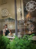 Glas-Tattoo Schneeflöckchen von Lovala.com - dezente Winterdekoration am Fenster